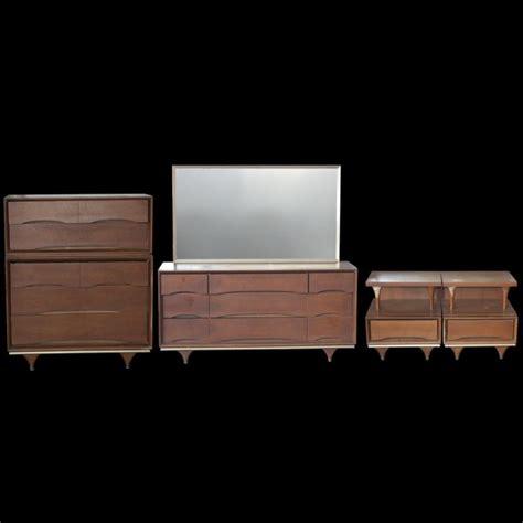 Kent Coffey Bedroom Furniture Kent Coffey Quot The Elegante Quot Walnut Bedroom Set