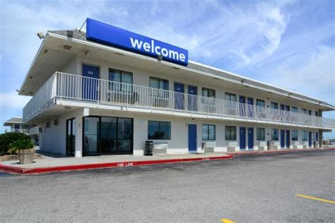 Hotels With Kitchens In Galveston Tx by Motel 6 Galveston Jpg