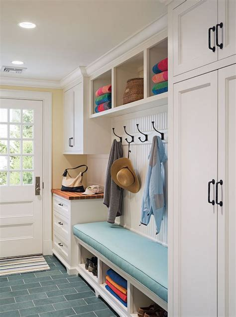 mudroom bench height 25 best ideas about mudroom cabinets on pinterest