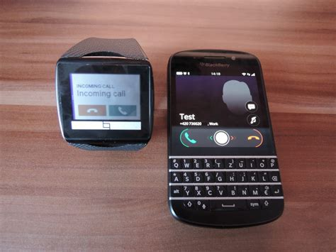 Smartwatch Blackberry developer working on blackberry 10 client for qualcomm toq smartwatch berryreview