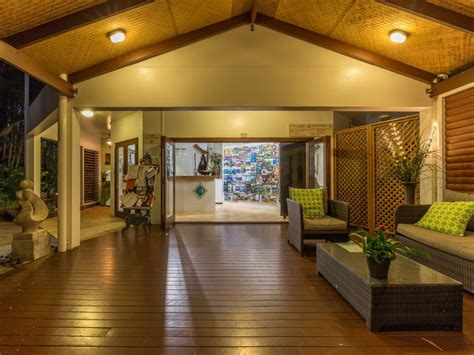 romantic couples getaways palm cove retreat accommodation reef house palm cove apartments