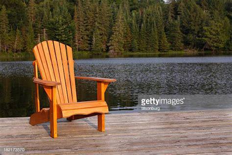 sedie adirondack sedia adirondack foto e immagini stock getty images