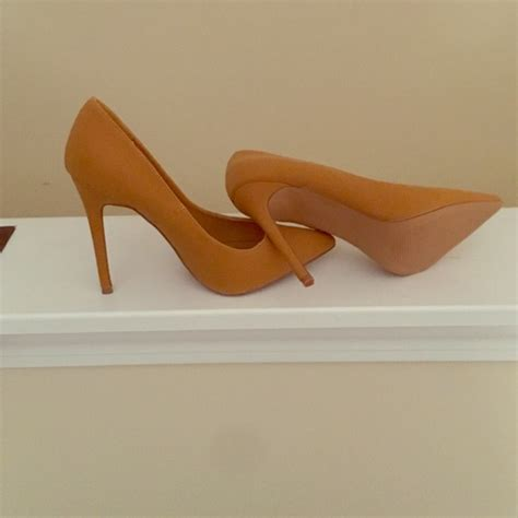 colored pumps shoes brand new never worn 4 heel camel colored pumps