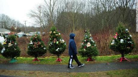 26 christmas trees sandy hook hook the 26 trees paperblog