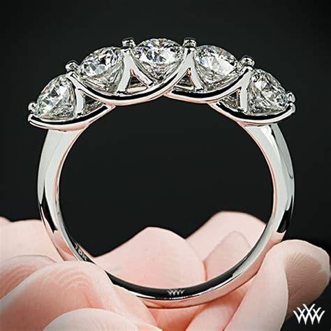 white gold  stone trellis diamond  hand ring