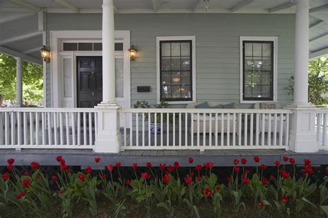 what looks good with red how to pick the right color for your house s exterior