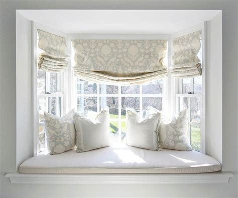 curtains for window seat 25 best ideas about bay window curtains on