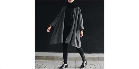 Outer Tunik Monokrom ingin modis tanpa ribet ikuti 4 tips mix and match baju muslim dengan legging buat lebaran
