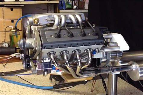 Handmade Engine - wordlesstech model v8 engine