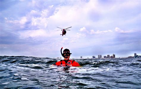 a rescue rescue swimmers sew others may live 171 coast guard mid atlantic