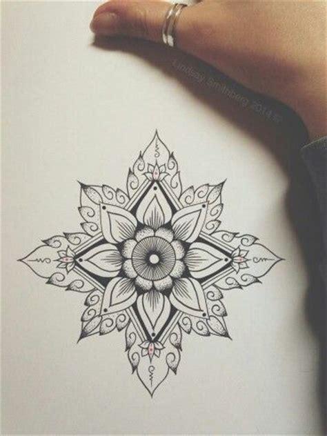 tattoo mandala st e mandala tattoo tatouage fleur tatouages pinterest