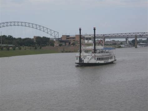island queen in spring picture of memphis riverboats - Boat Rides Near Memphis Tn