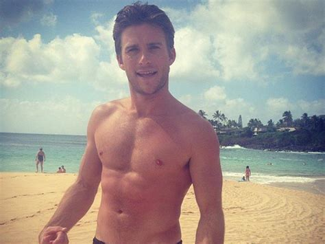 along with the gods sydney scott eastwood hilariously calls out aussie paparazzi dolly
