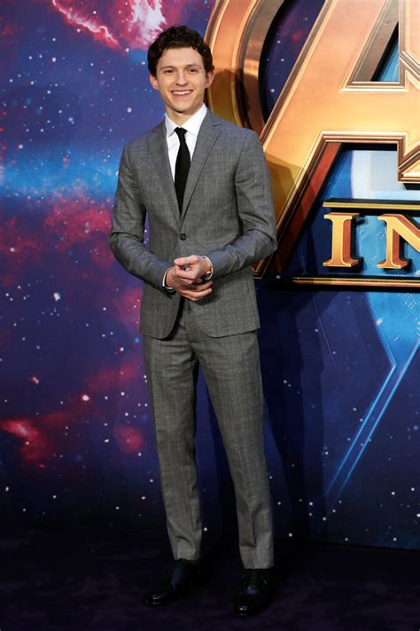 letitia wright tom hiddleston photo coverage check out the cast of marvel s avengers
