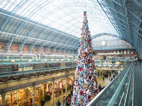 london s craziest christmas tree disney x st pancras