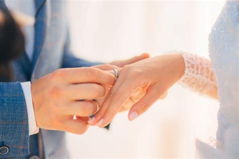 ehering frau ehering und verlobungsring zusammen tragen