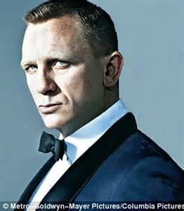 bond hair cut bond skyfall look who s back daniel craig returns
