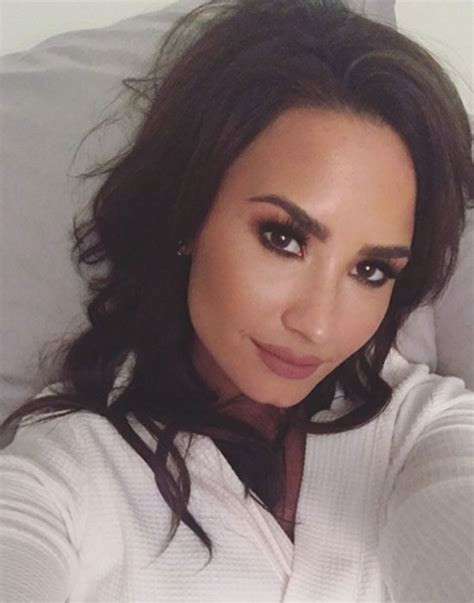 demi lovato new blonde hair demi lovato ditches blonde and goes back to brunette