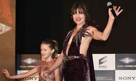milla jovovich y sus hijos milla jovovich orgullosa de la belleza y talento de su