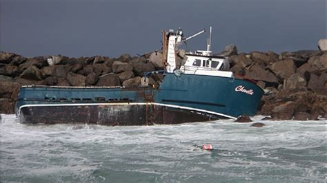 fishing boat sinks fishing boat sinks in yaquina bay kcby