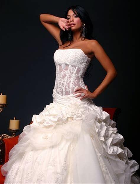 hochzeitskleid corsage carrie underwood s monique lhuillier wedding gown is a