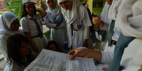 Jual Kunci L Di Surabaya 2 siswa di surabaya jual kunci jawaban un melalui chatting
