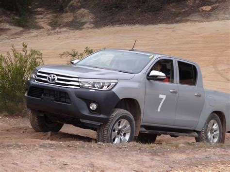 toyota hilux 2016 toyota hilux debuts with new 177hp diesel 33 photos