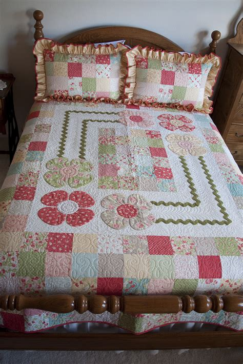 Cottage Quilts by Strawberry Fields Cottage Quilt