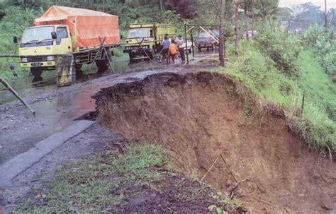 membuat sim lintas provinsi jalan lintas riau sumbar longsor akibat hujan berita