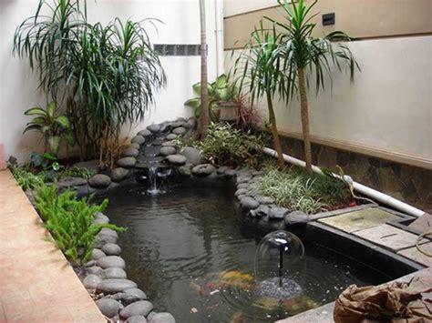 desain taman depan rumah dengan air mancur taman depan rumah yang mungil dengan elemen batu batuan