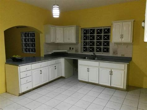 4 bedroom townhouse 4 bedroom townhouse mona for rent in kingston jamaica