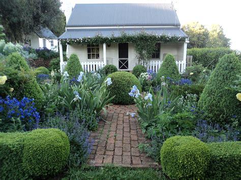 bumble  home cottage garden
