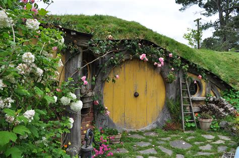 hobbit hole sam s hobbit hole by irissiel on deviantart