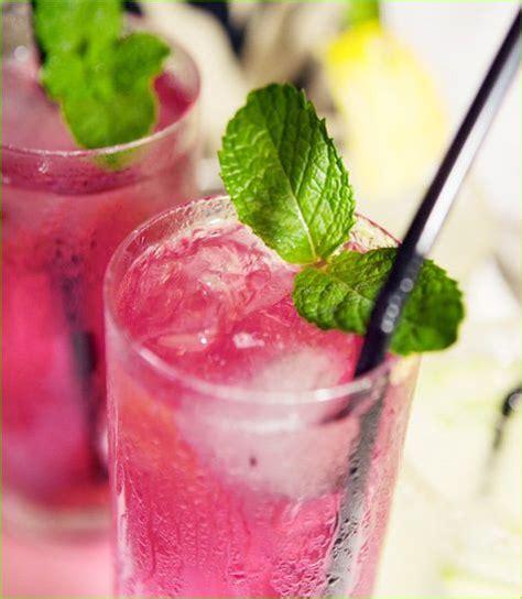 mocktails and signature drinks glamour sparkle weddings
