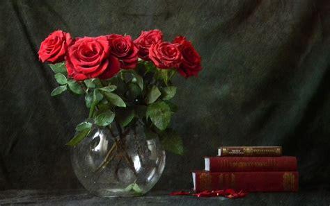 imagenes rosas rojas gratis rosas rojas y libros fondos de pantalla rosas rojas y