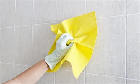 clean wall 5 easy steps for cleaning walls smart tips