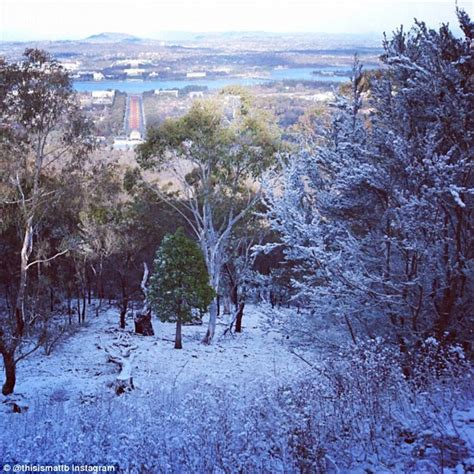 snow falls in canberra and melbourne as the big freeze