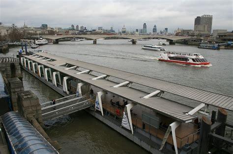 thames clipper from embankment embankment pier