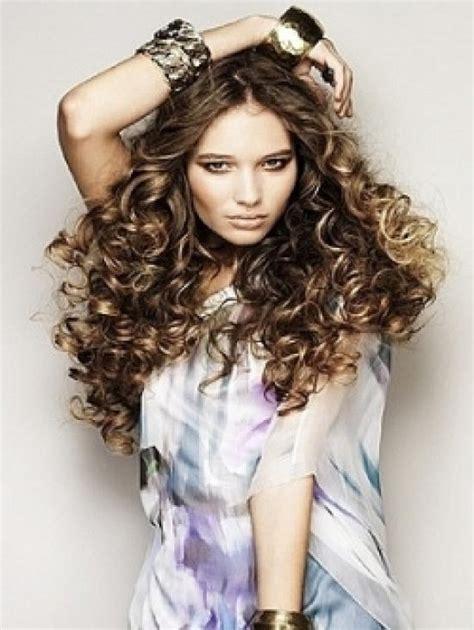 fotos de mujeres con cortes bien cortos en la nuca cortes de pelo rizado 40 fotos