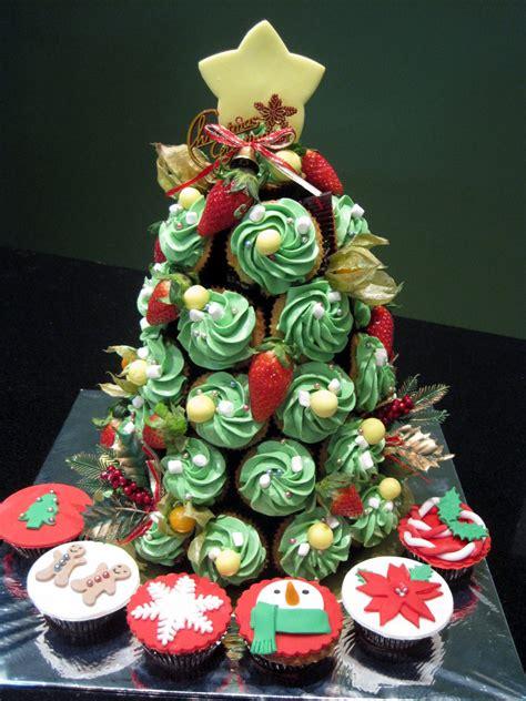 christmas tree cupcake tower by sliceofcake on deviantart
