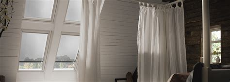velux dachfenster rolladen elektrisch velux dachfenster markisen effektiver hitzeschutz unterm