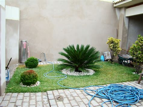 jardim decorado pedras e grama 5 modelos de jardins pequenos