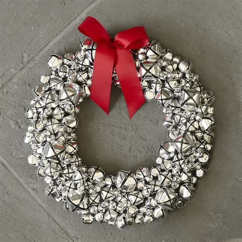 silver bell wreath so that s cool