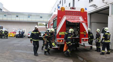 aufblasbare matratze wien feuer im gef 228 ngnis eine brandschutz 252 bung hinter gittern