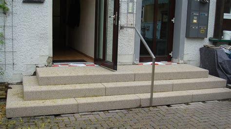 treppe hauseingang bilder blockstufentreppe aus beton betonwerkstein waschbeton