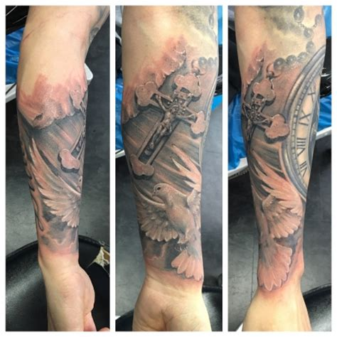tattoo hand kreuz tattoos zum stichwort kreuz tattoo bewertung de lass