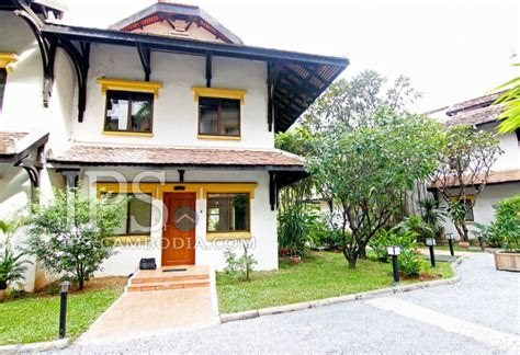 3 bedroom townhouse for rent in tonle bassac phnom penh