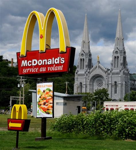 where are the golden arches mcdonalds stores