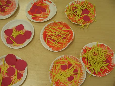 Paper Plate Pizza Craft - 2care2teach4kids the hen makes a pizza