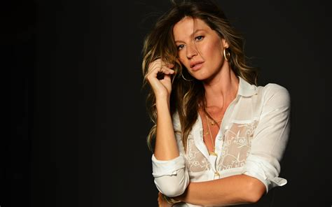 Is Gisele Bundchen by Gisele Gisele Bundchen Wallpaper 32437622 Fanpop